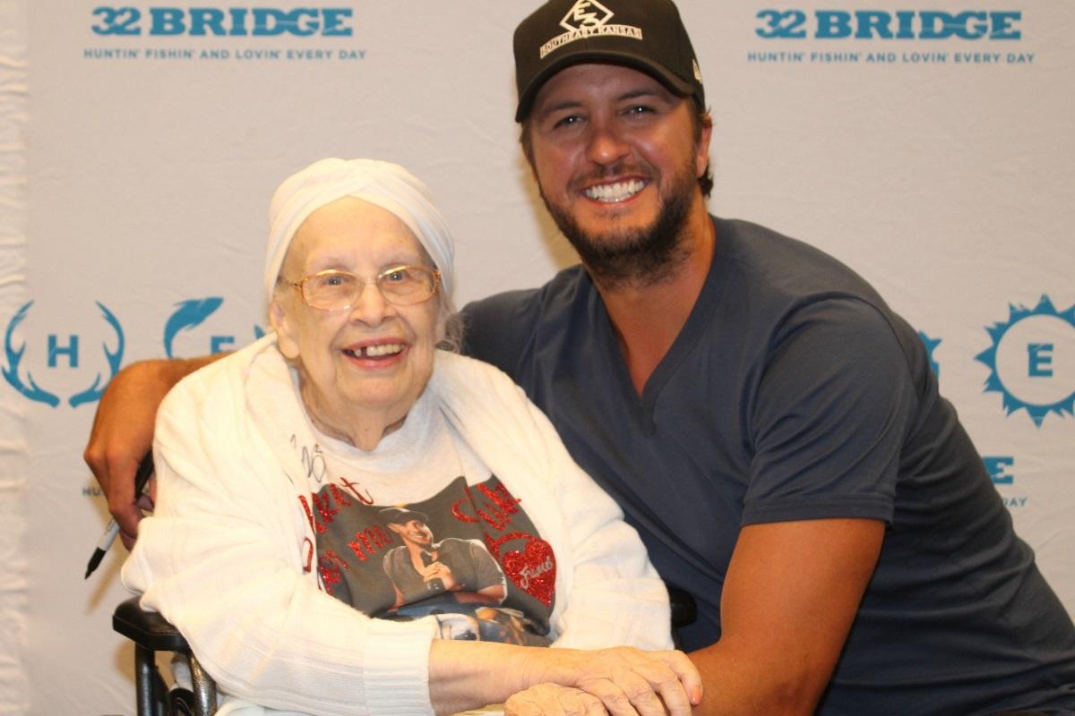 Luke bryan shakes up hospice patients night kristyandbryce Choice Image
